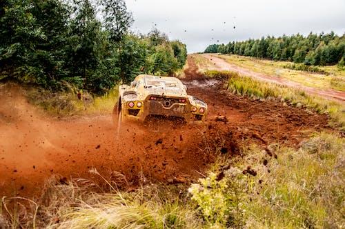 Photos gratuites de boue, poussière, rallye, route