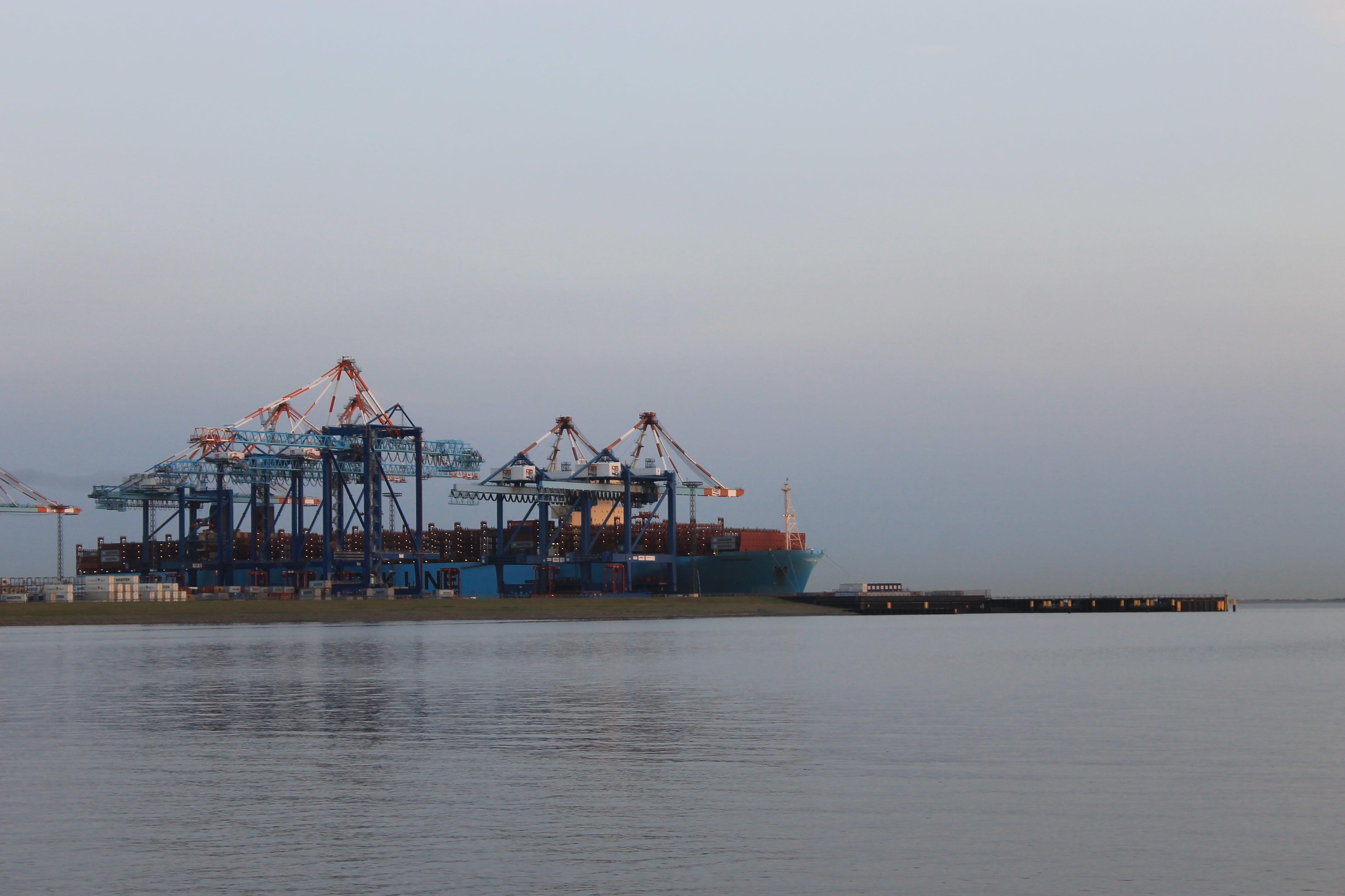 Kostenloses Stock Foto zu containerschiff, hafen, logistik