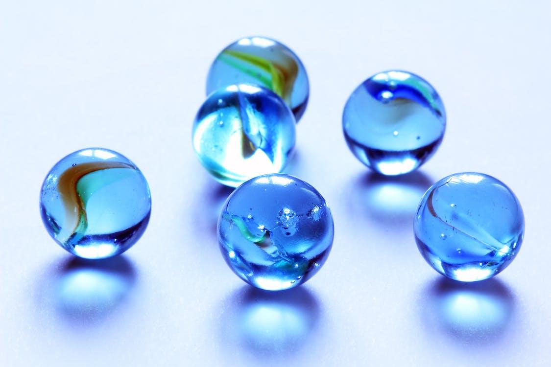 Foto profissional grátis de azul, bolas, bolinhas de gude