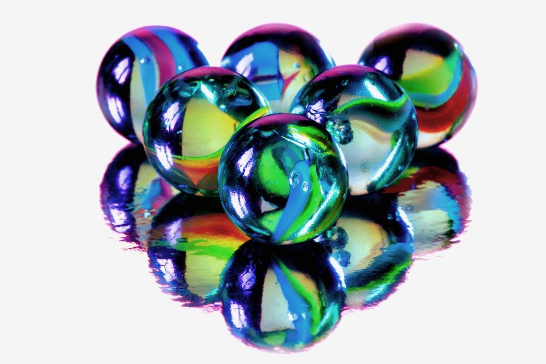 Foto profissional grátis de azul, bolas, bolas de vidro