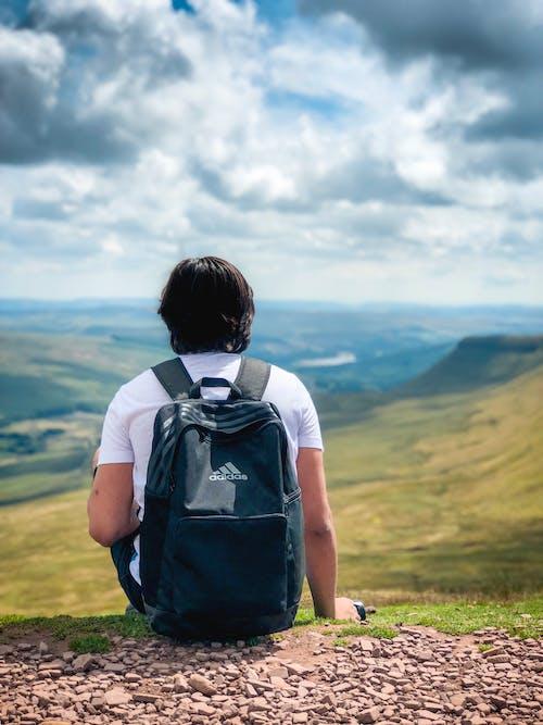 Gratis lagerfoto af bjerg, dagslys, Dreng, eventyr