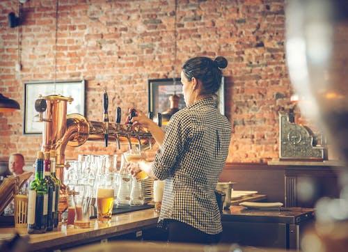 れんが壁, アルコール, インドア, クラフトビールの無料の写真素材