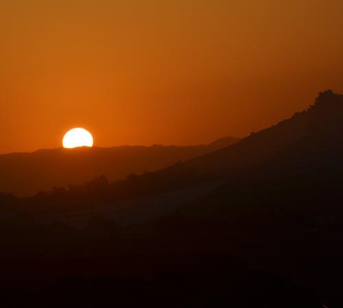 Fotobanka sbezplatnými fotkami na tému blazing západ slnka, farby západu slnka, horský západ slnka, kalifornia západ slnka