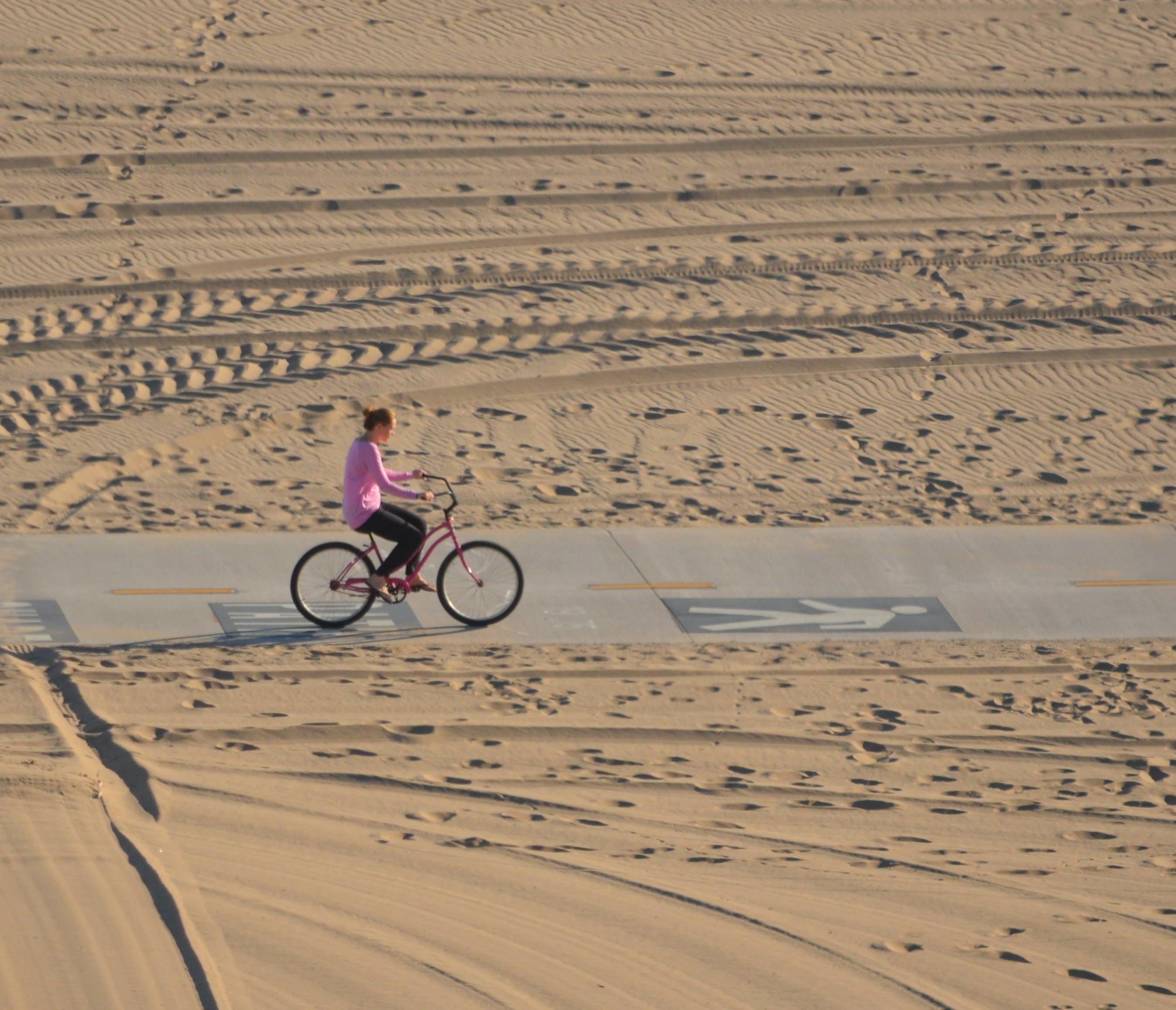 Kostenloses Stock Foto zu beach cruiser, cruiser fahrrad, einsamen strand, fahrradtour