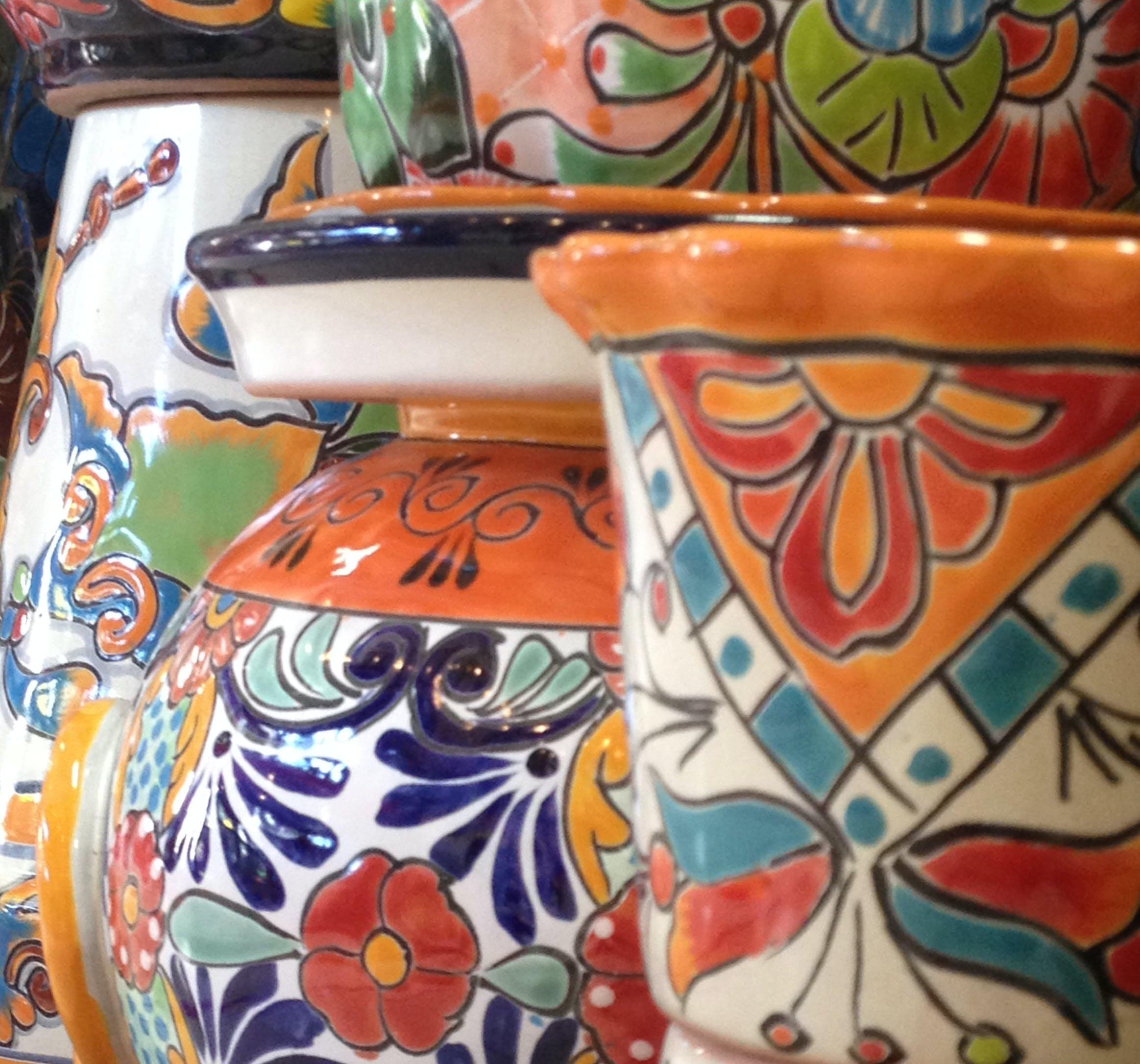 Kostenloses Stock Foto zu blumentöpfe, bunt bemalte keramik, bunte keramik, farbe