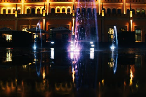 açık, akşam, aydınlatılmış, bina içeren Ücretsiz stok fotoğraf