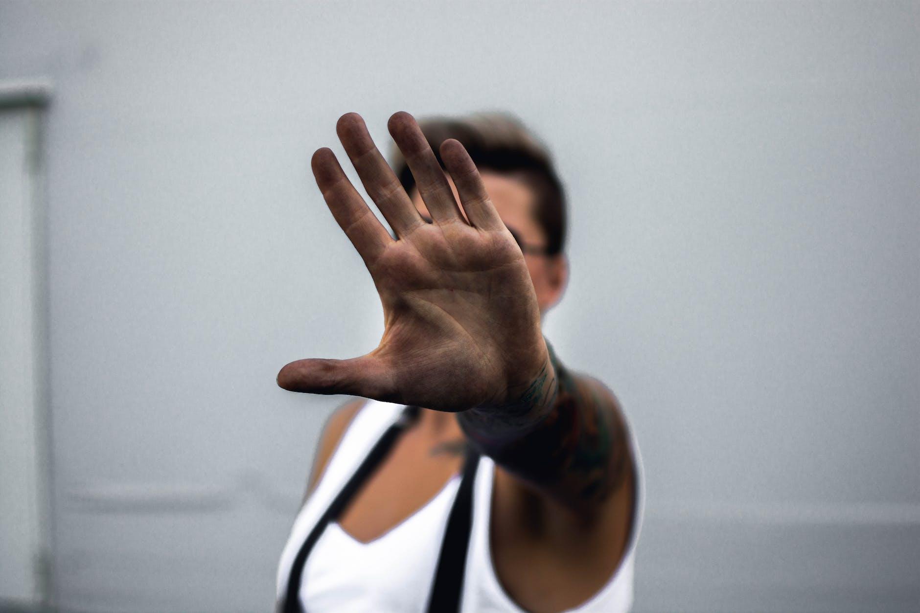 no hand gesture