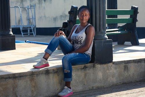 Ingyenes stockfotó fekete nő, fiatalság, napfény, nike témában