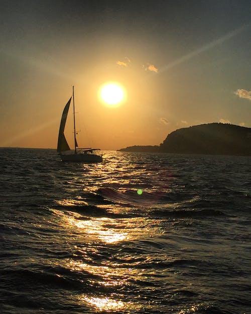 Бесплатное стоковое фото с море, солнце, яхта