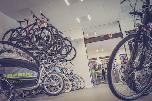 Foto d'estoc gratuïta de bicicletes, botiga, rodes