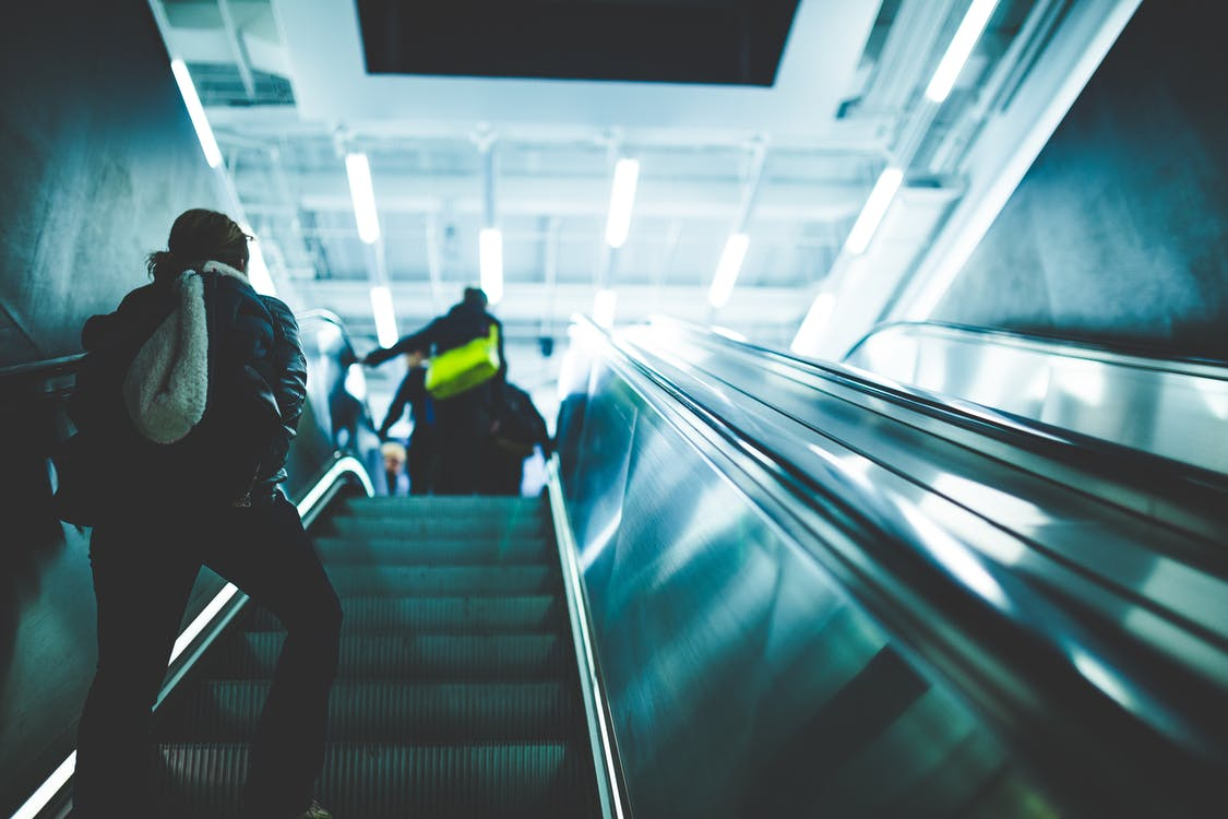 à l'intérieur, brouiller, escalator