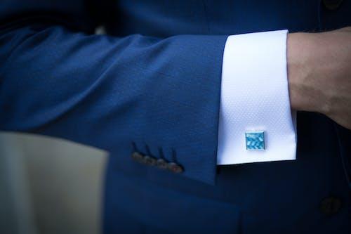 Gratis lagerfoto af arm, close-up, indendørs, jakkesæt