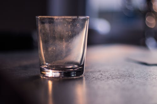 Foto profissional grátis de concentração, copo, entardecer, fundo desfocado