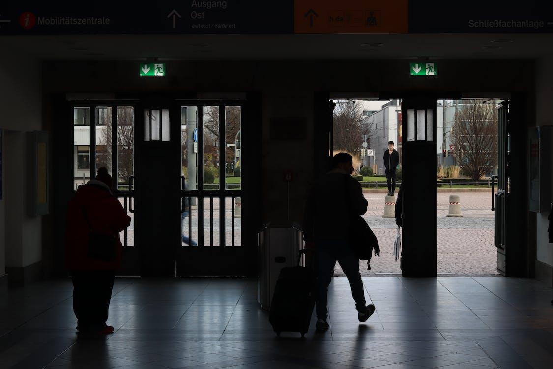 έξοδος, πολυάσχολους ανθρώπους, ταξιδιώτες