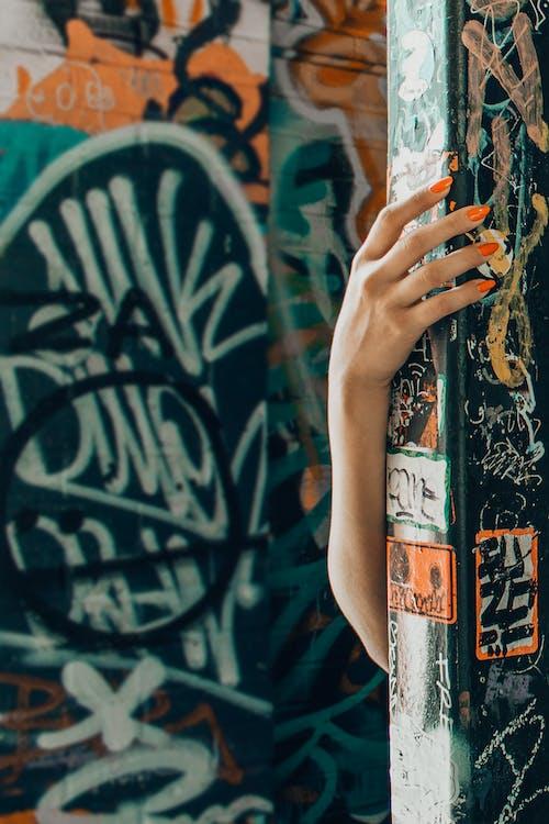 arm, gemanicuurde nagels, graffiti
