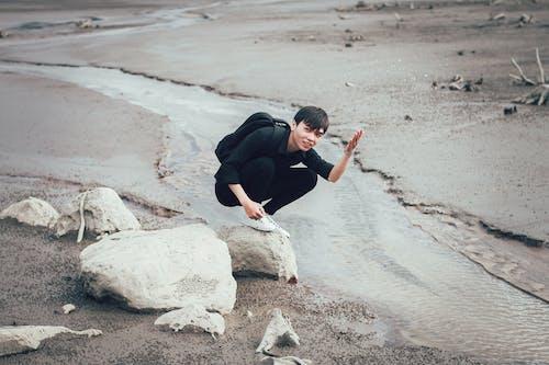 Ảnh lưu trữ miễn phí về anh chàng châu á, bùn, cát, đá