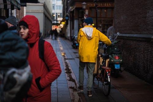 Kostnadsfri bild av amsterdam, gul, regn, stad