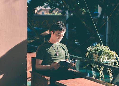Ingyenes stockfotó felnőtt, Férfi, fiú, fotel témában