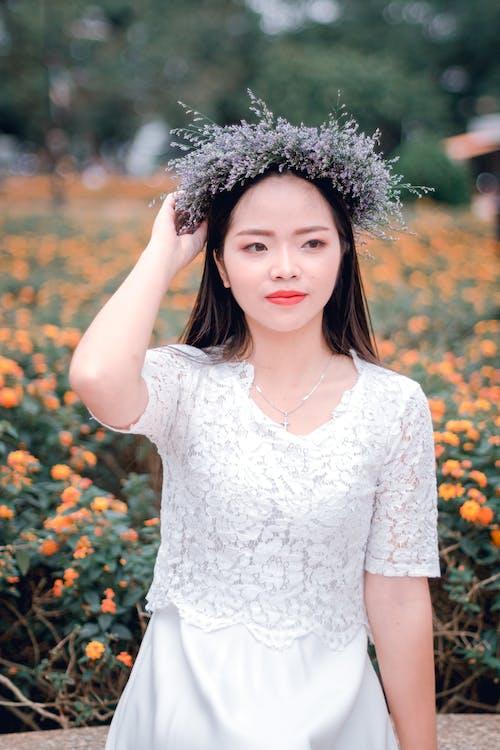 Gratis arkivbilde med asiatisk jente, asiatisk kvinne, blomster, dagtid