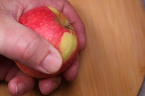 Free stock photo of apple, chopping, chopping board, hand