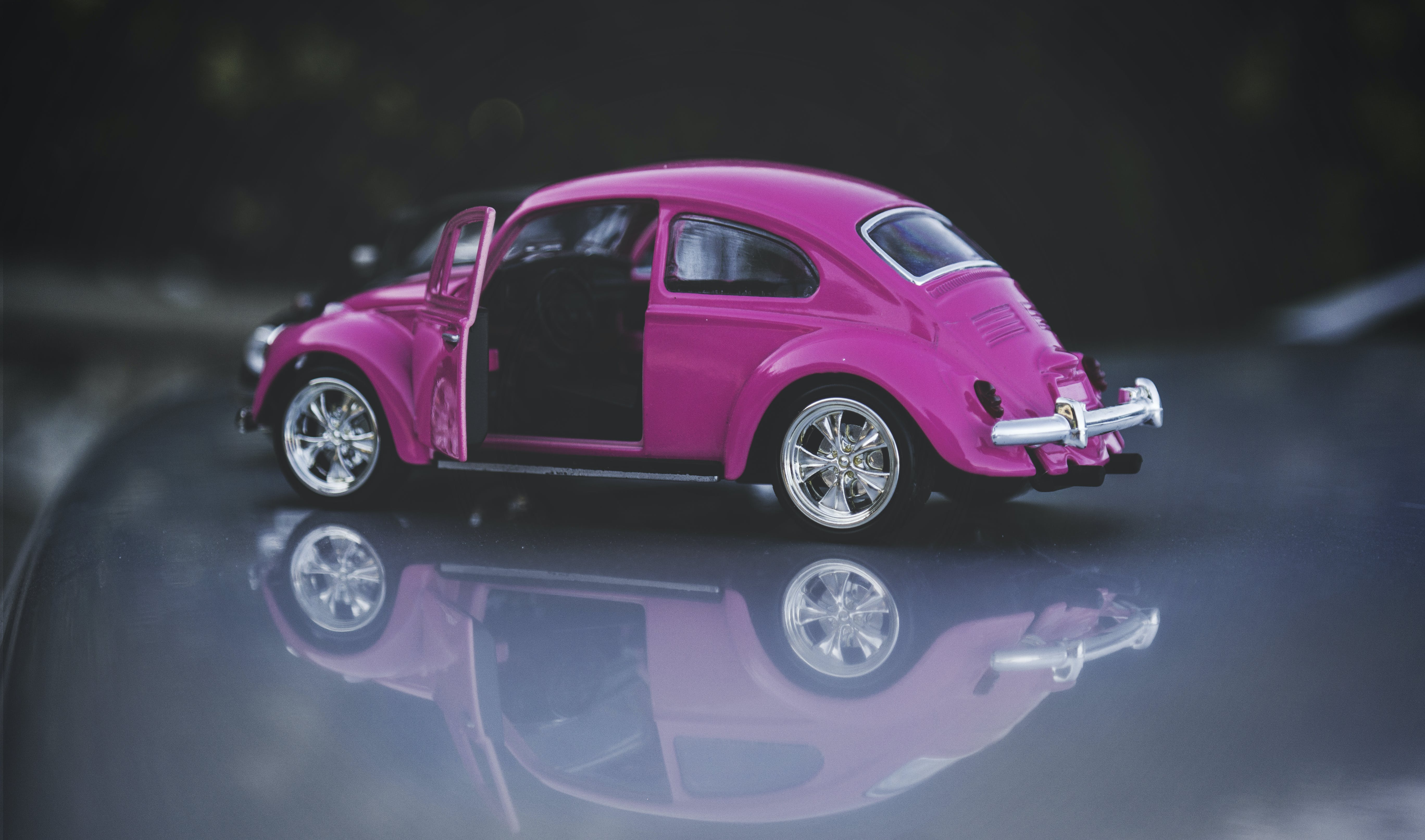 Pink Die-cast Volkswagen Beetle Coupe Scale Model