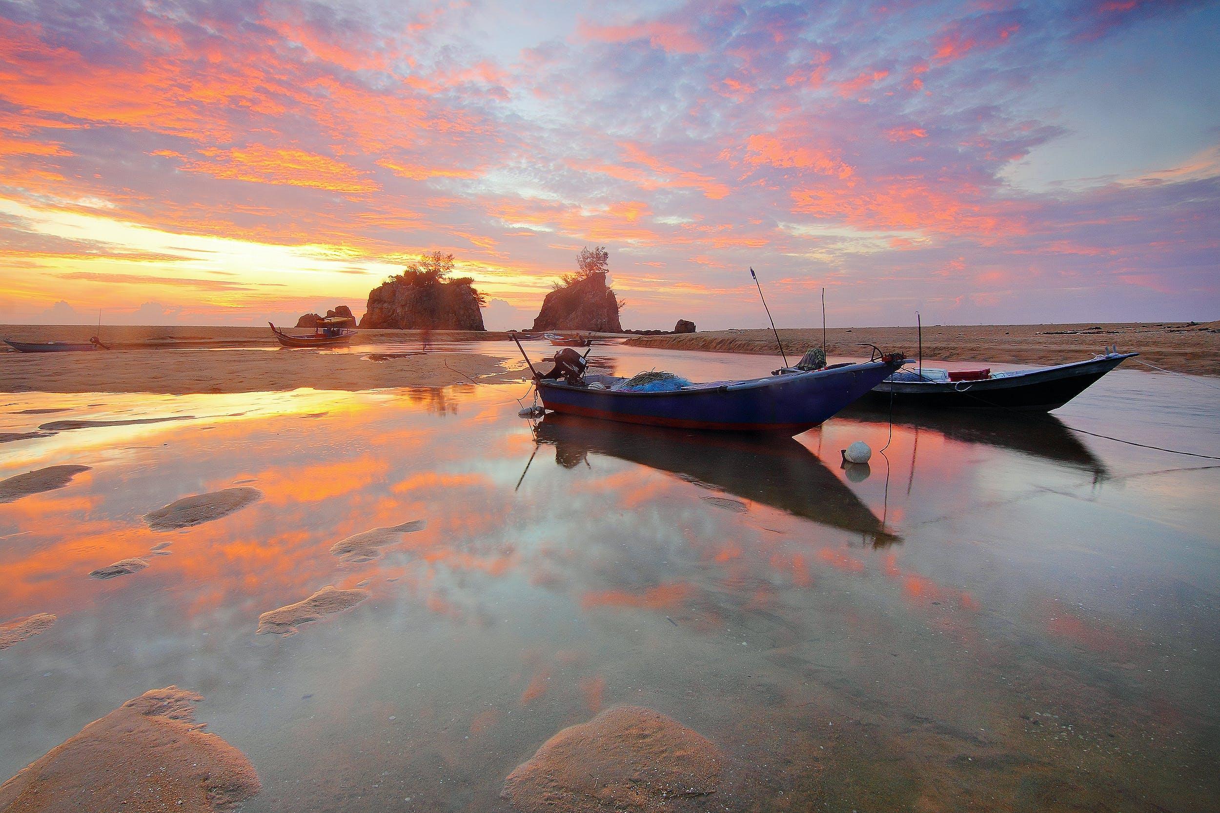 Безкоштовне стокове фото на тему «берег моря, відображення, вода, Водний транспорт»