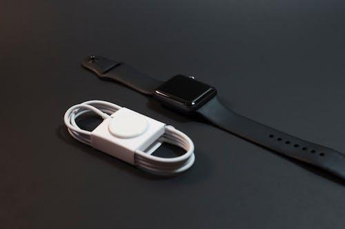 Foto stok gratis alat, apel, jam pintar, pengisi daya