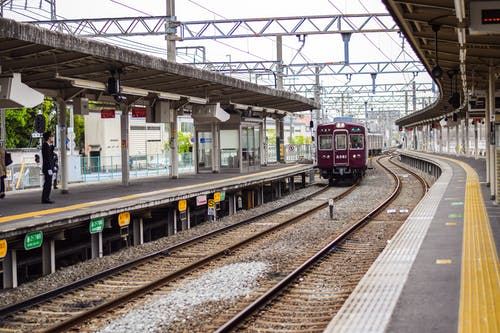 Fotos de stock gratuitas de día, entrenar, estación de tren, ferrocarril
