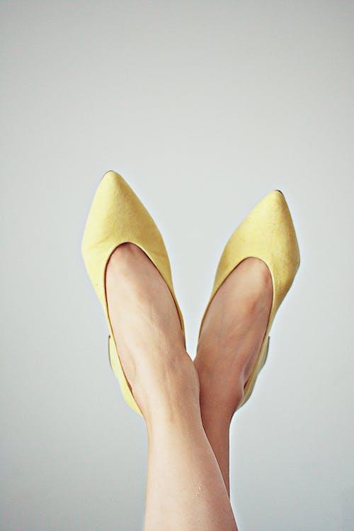 Foto d'estoc gratuïta de calçat, desgast, nena, peus