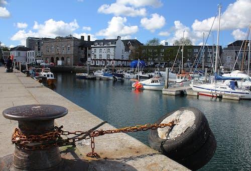 Fotos de stock gratuitas de agua, bahía, barcos, cadena