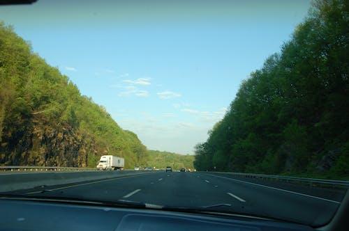 Fotobanka sbezplatnými fotkami na tému čelné sklo, cesta, diaľnica
