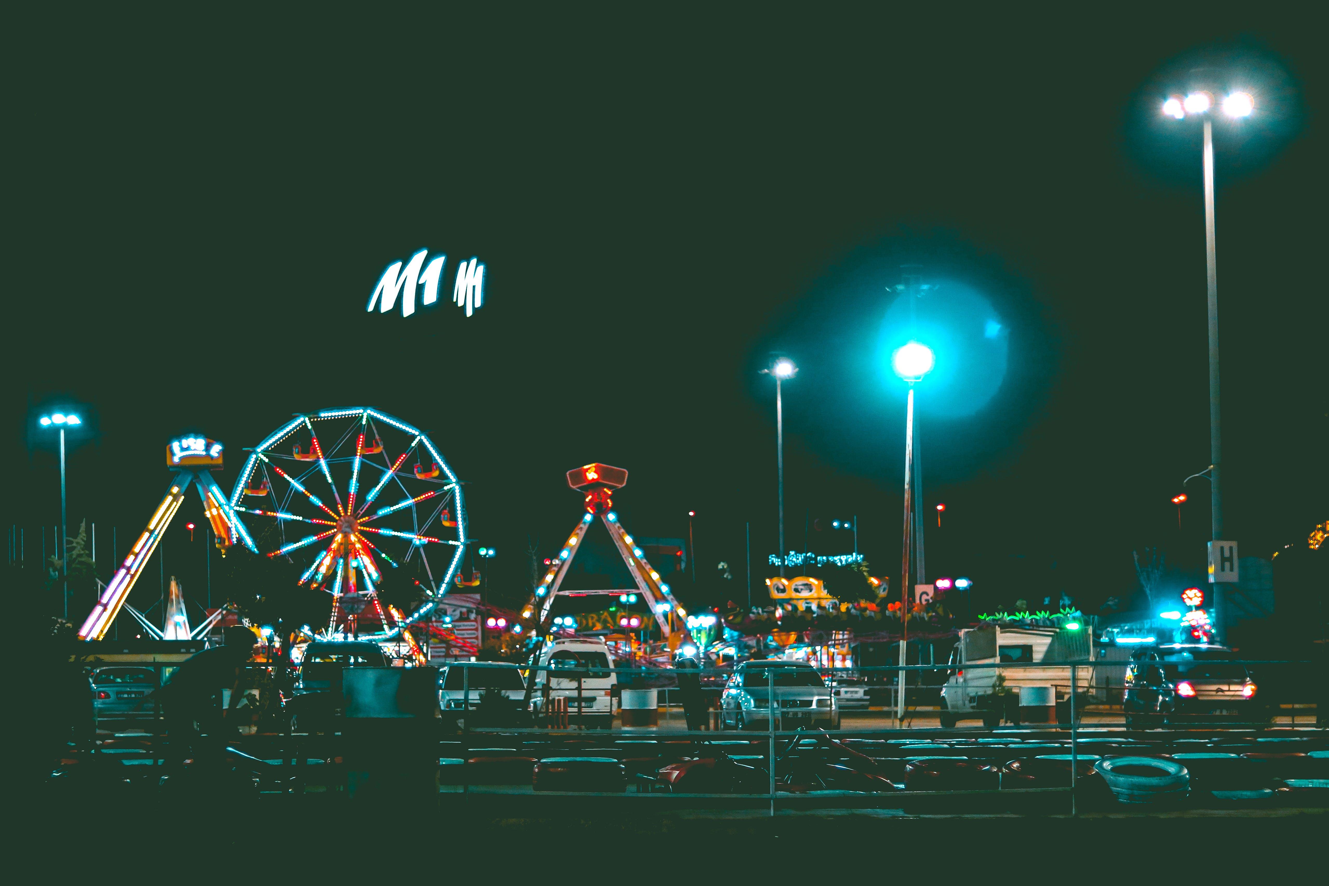 Kostenloses Stock Foto zu autos, beleuchtet, festival, freizeitpark