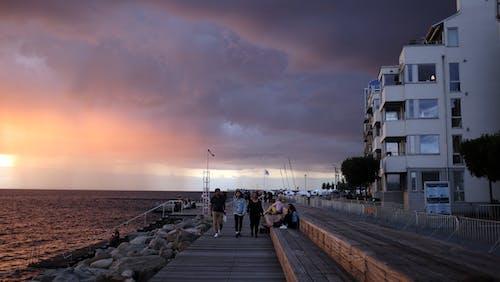 คลังภาพถ่ายฟรี ของ คน, ตอนเย็น, ท่าเรือ, พายุ