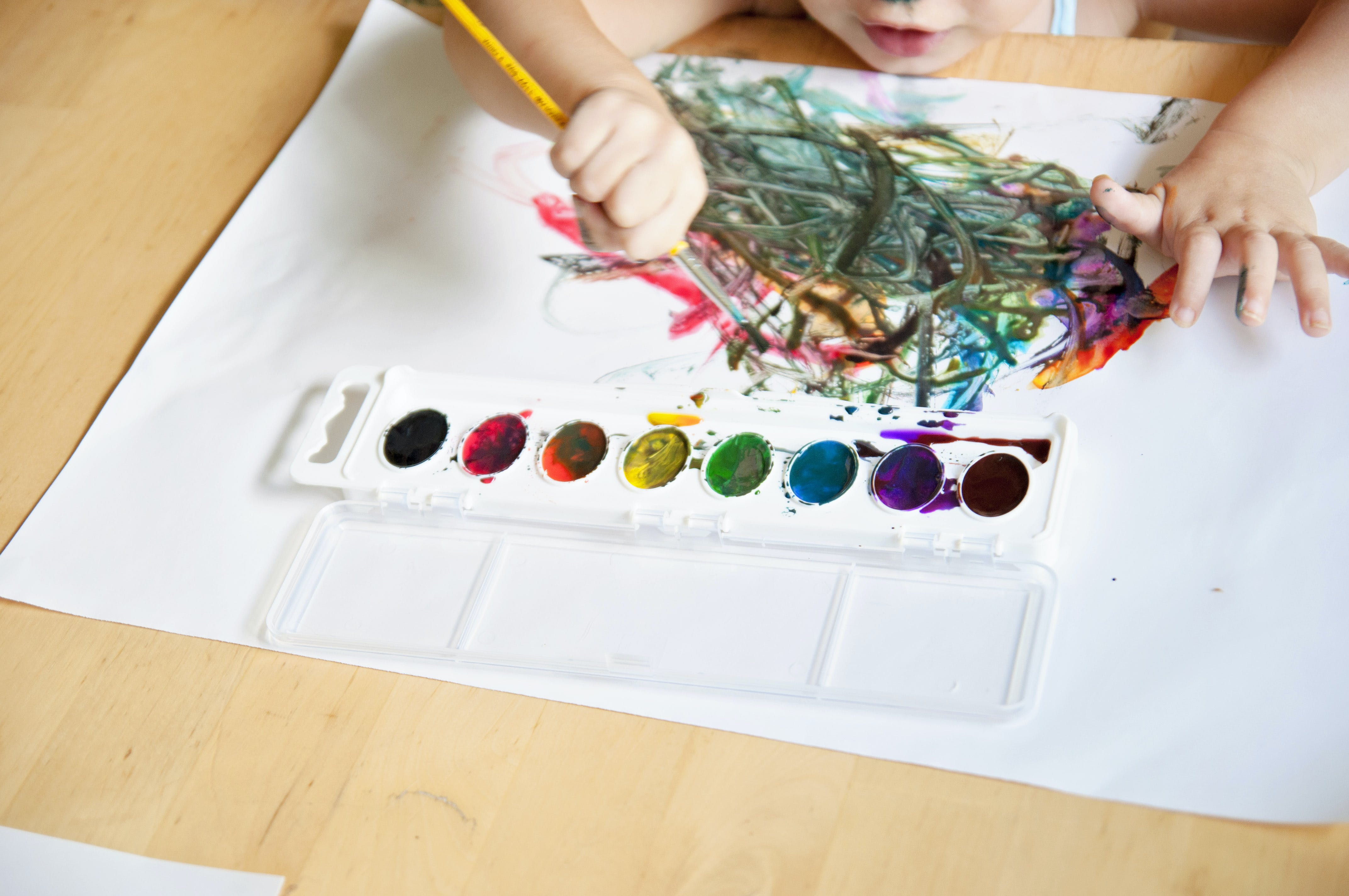 Free stock photo of arts and crafts, child, child painting, child's hand