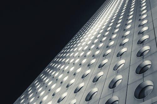 Foto d'estoc gratuïta de acer, arquitectura, articles de vidre, blanc i negre