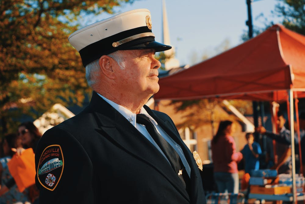 Police officer standing near a tent | Photo: Pexels