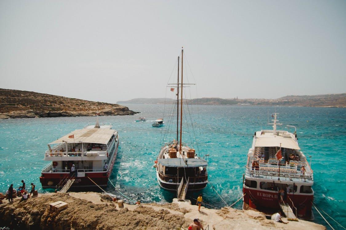 båtar, brygga, dagsljus
