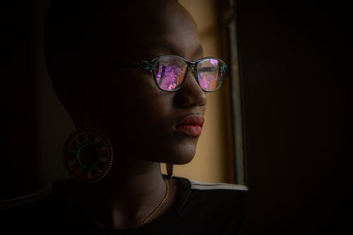 Ingyenes stockfotó afro-amerikai nő, ajkak, arckifejezés, beltéri témában