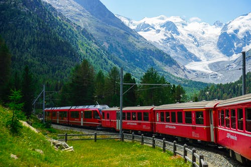 Darmowe zdjęcie z galerii z bernina, bez limitu, chmury, czerwony pociąg