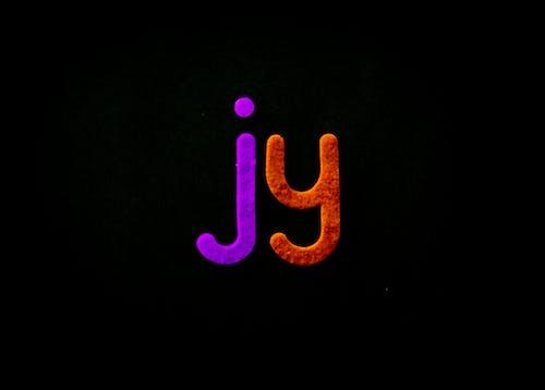 Darmowe zdjęcie z galerii z alfabety, czarne tło, kolorowy, kolory