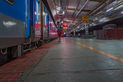 #night #, #travel #waiting #train #railway #alone #trip의 무료 스톡 사진