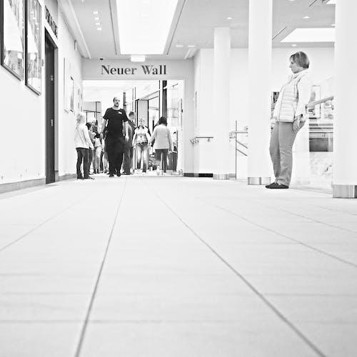 Ilmainen kuvapankkikuva tunnisteilla ihmisiä kävelemässä