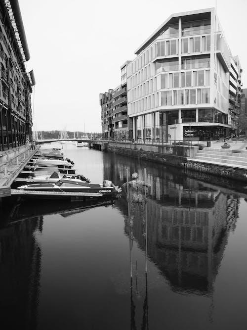 Ilmainen kuvapankkikuva tunnisteilla kanaali, moottoriveneet, portviini, talot