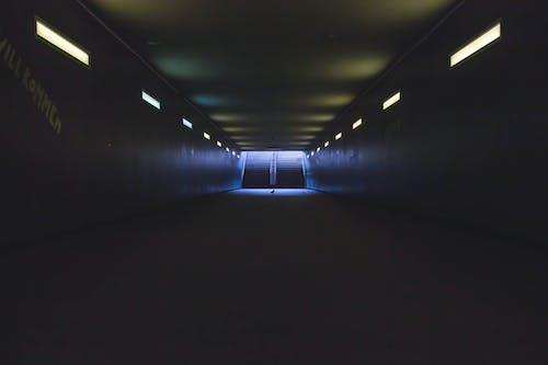 Gratis stockfoto met belicht, donker, doorgang, lampen