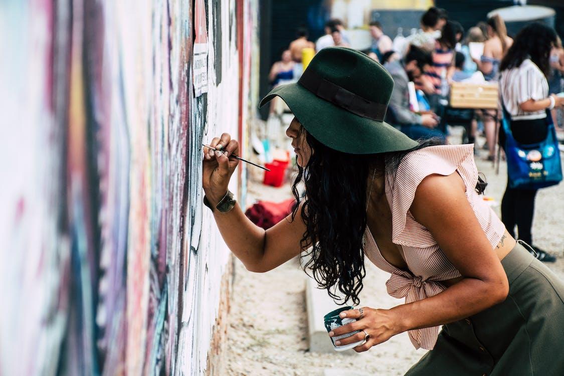 Foto Di Donna Dipinto Sul Muro