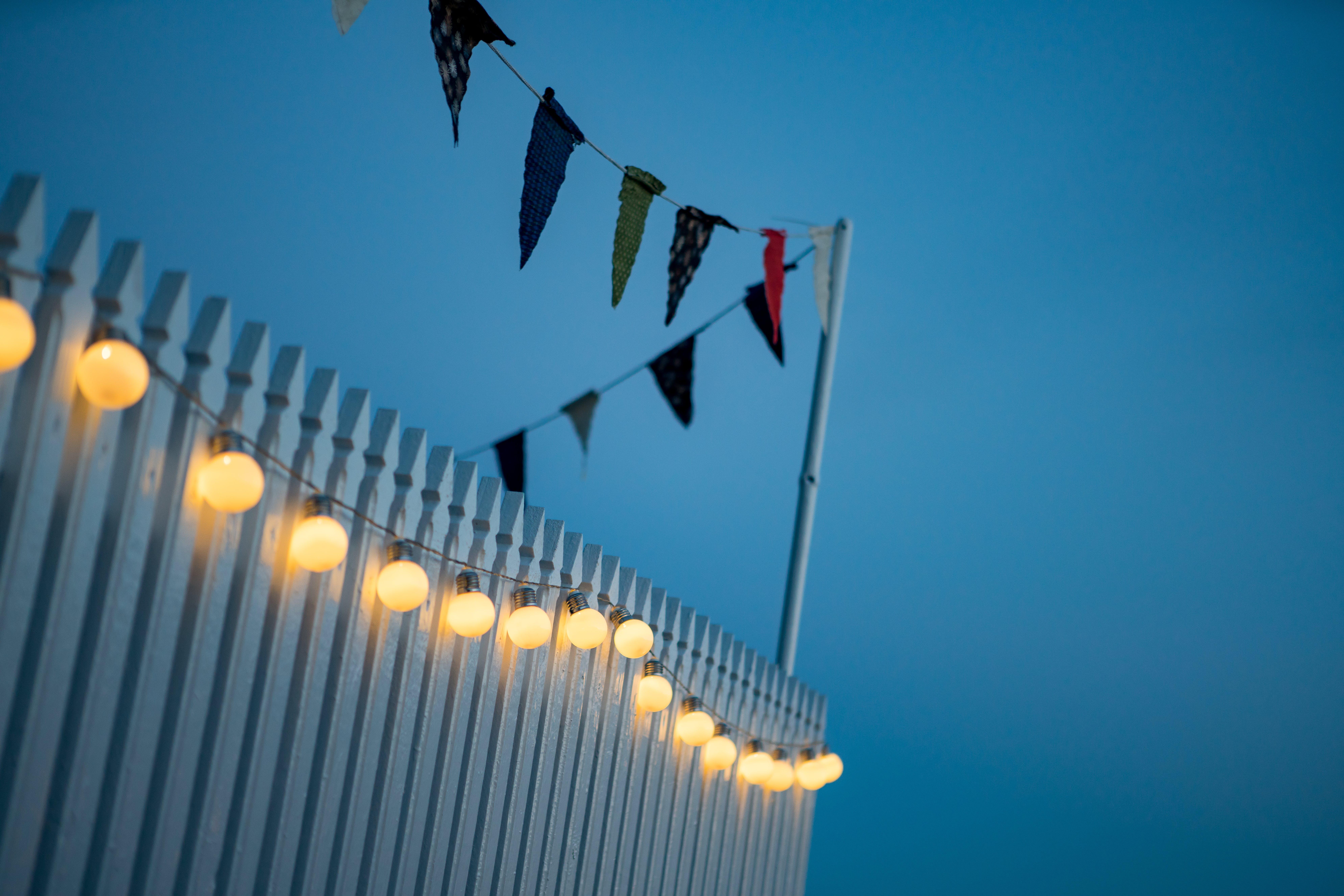 Kostenloses Stock Foto zu candlelights, die glühbirne, fahnen, mitternacht