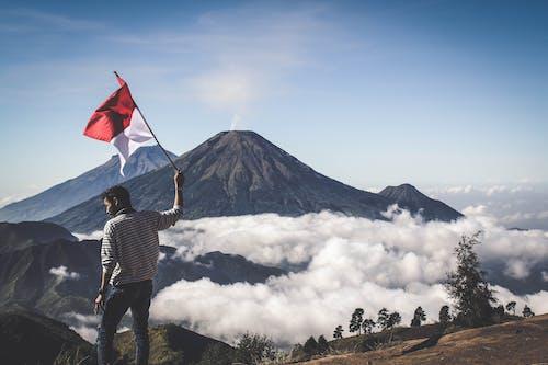 Foto stok gratis #outdoorchallenge, awan abu, bendera indonesia, di luar ruangan