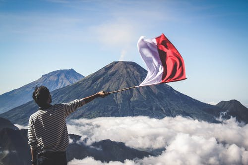 Foto stok gratis #outdoorchallenge, alam, awan, bendera indonesia