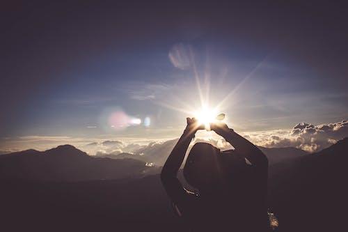 Foto stok gratis #outdoorchallenge, backlit, bukit, gunung
