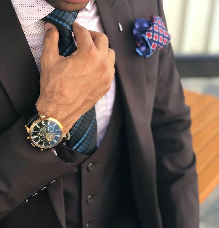 biznesmen, designerski garnitur, dżentelmen